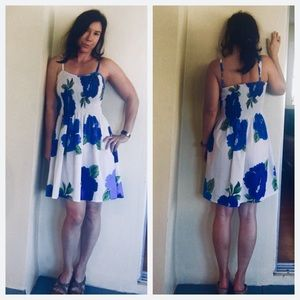 Dresses & Skirts - ❤️Blue and white tropical dress